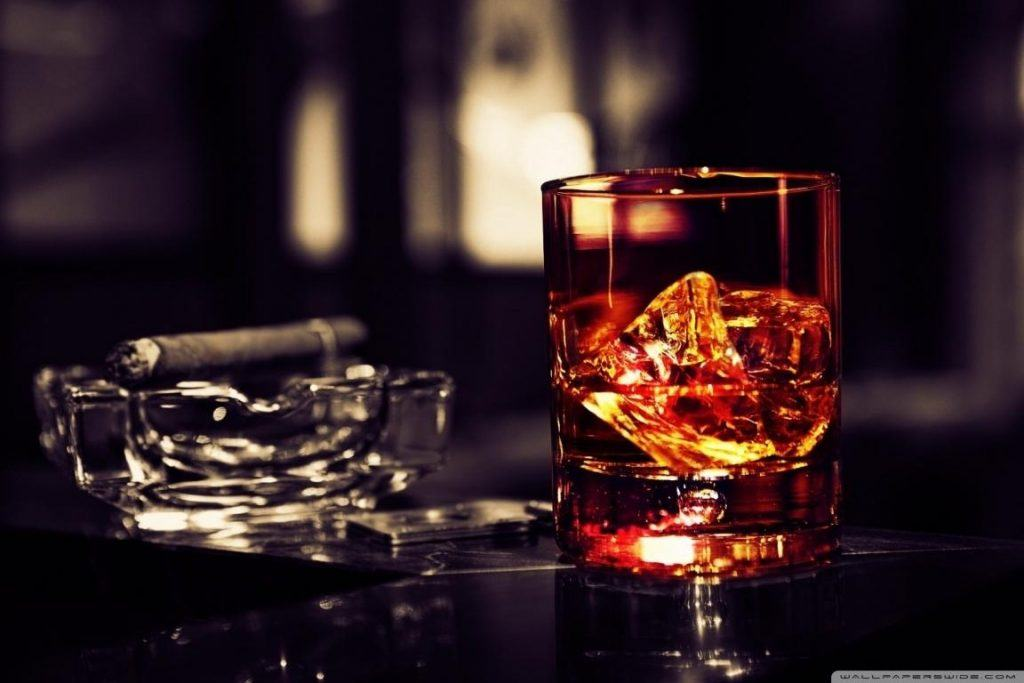 whisky_glass_with_cigar_on_the_table-wallpaper-1152x768