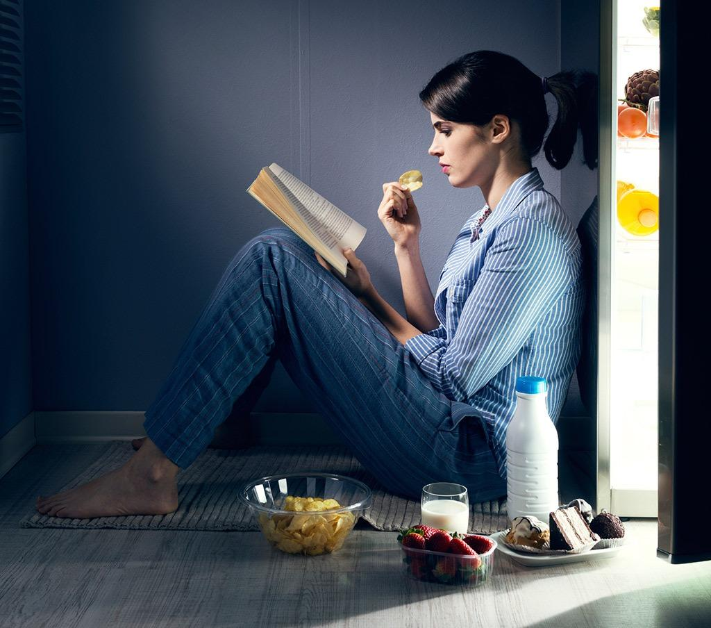 eating-at-night-8-ways-lose-weight-while-you-sleep